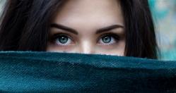 Jak usunąć cienie pod oczami?